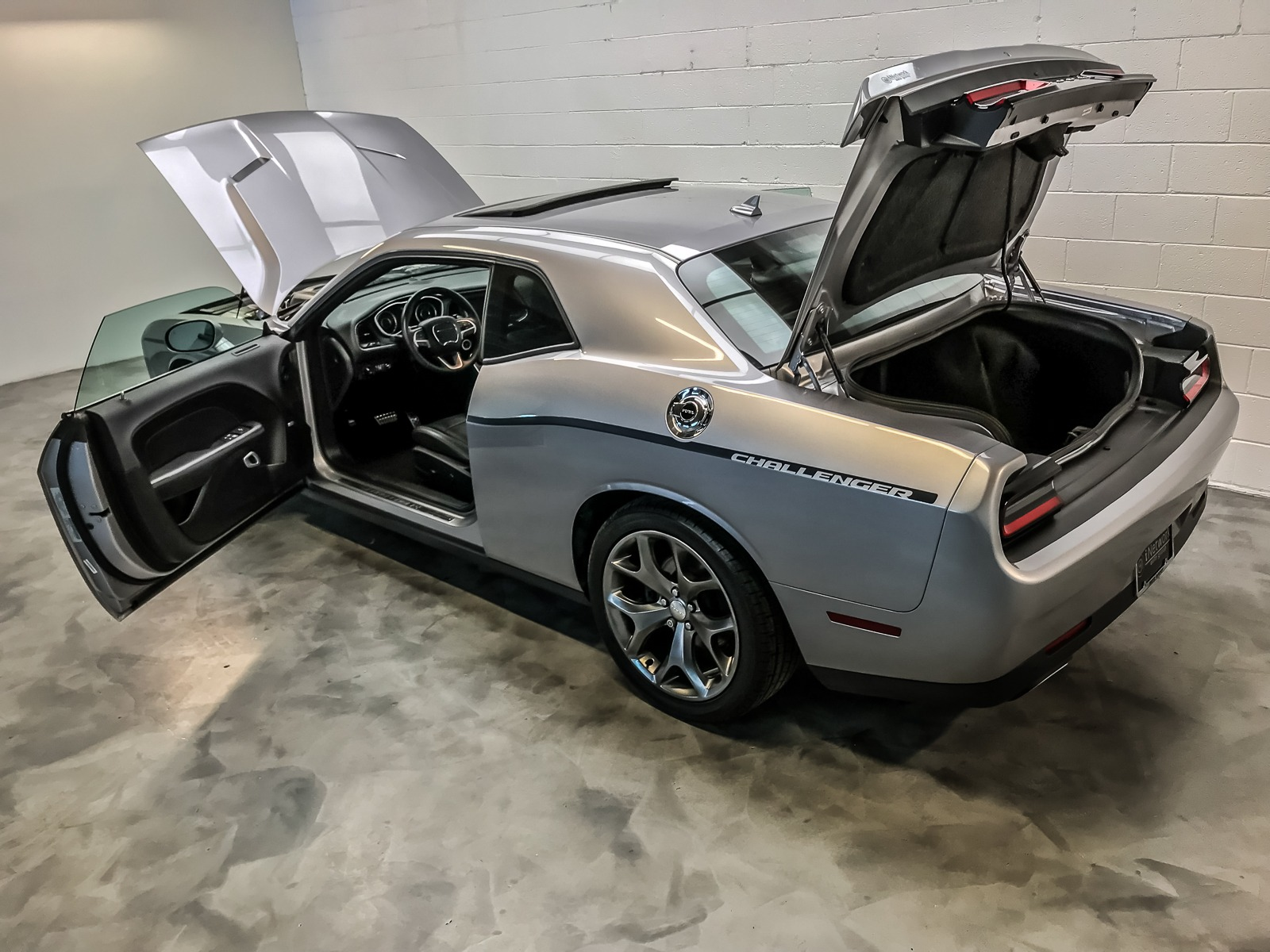 Used 2015 Dodge Challenger SXT For Sale ($20,981) | iNetwork Auto