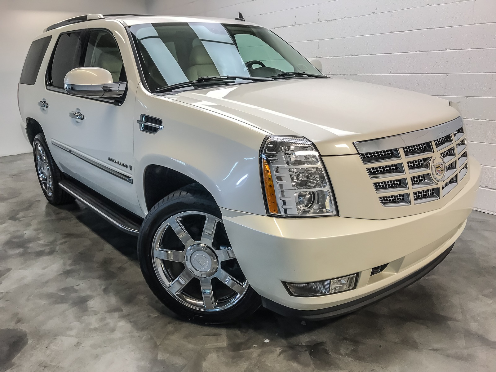 Used-2008-Cadillac-Escalade-Base